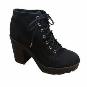 DIVIDED Black Heel Canvas Boots with Laces
